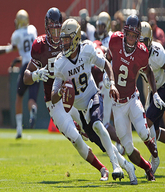 Keenan Reynolds Leaves Game With Apparent Knee Injury, Navy Holds on to Beat Temple