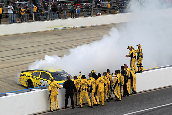 Matt Kenseth Wins AAA400, Not Before Wild 18 Car Restart Pile-Up Sends Big Names Home Banged Up