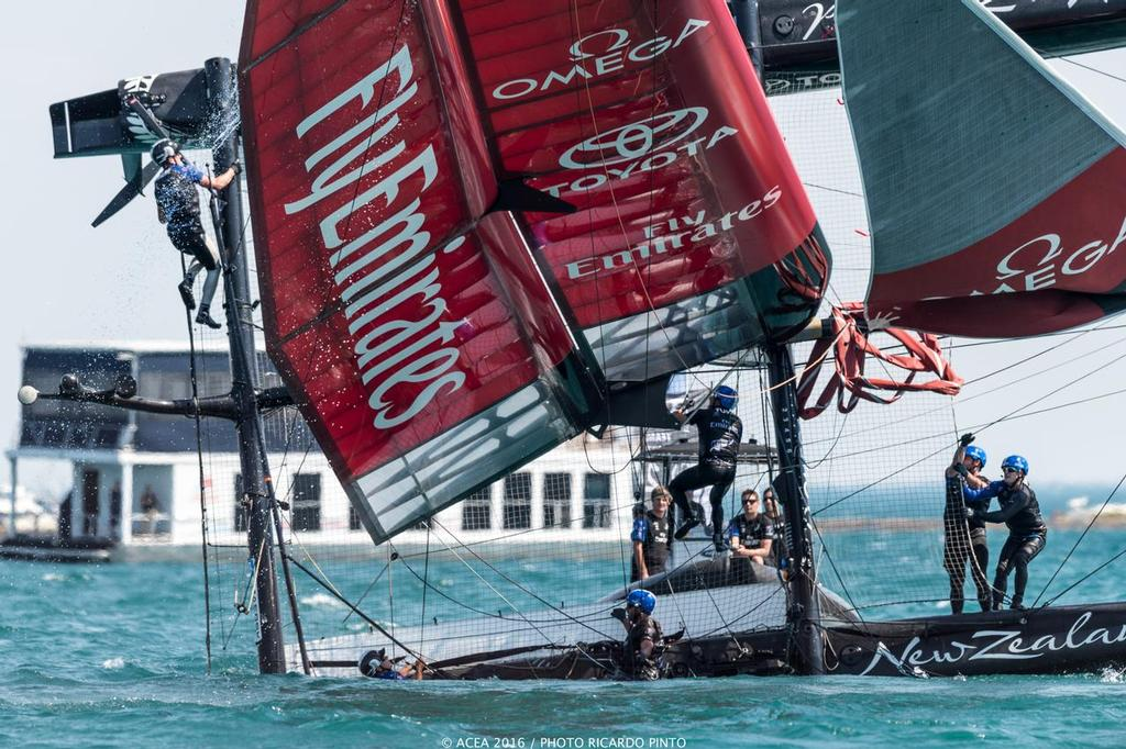 Emirates New Zealand, Oracle capsize in practice race