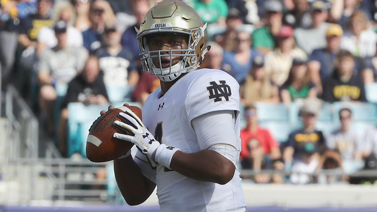 Worth scores twice, Navy gets rare win vs Notre Dame, 28-27