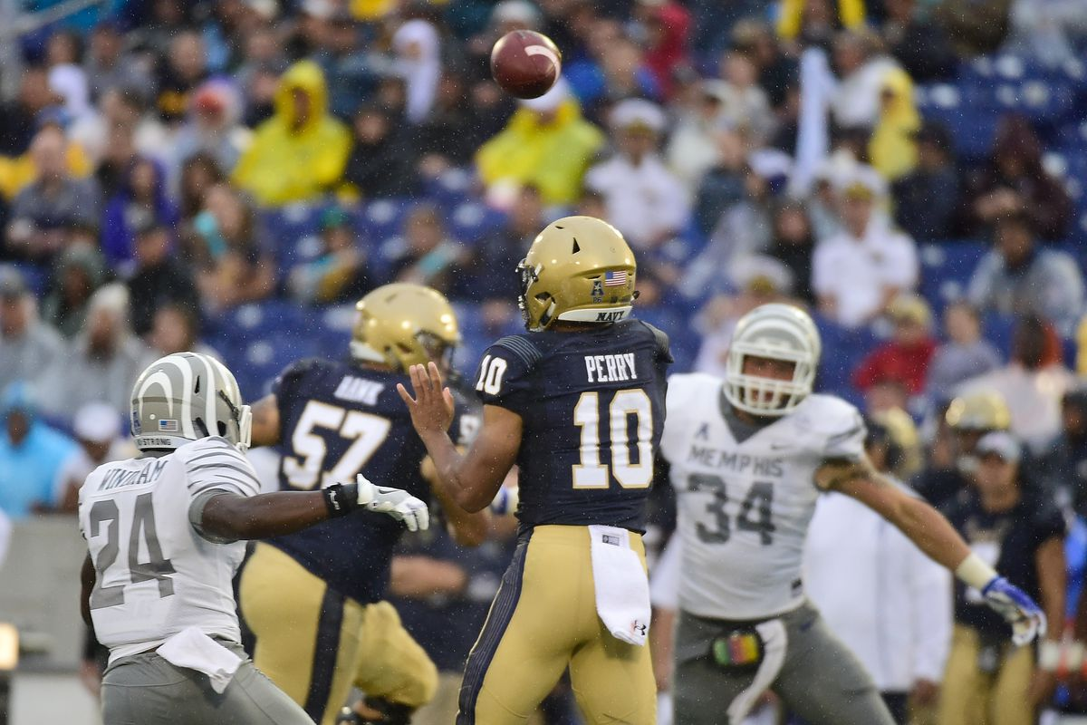 Navy uses rally to beat Memphis 22-21 in rain