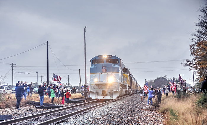 America Says Goodbye to George Bush, A Look Along the Line With His Train