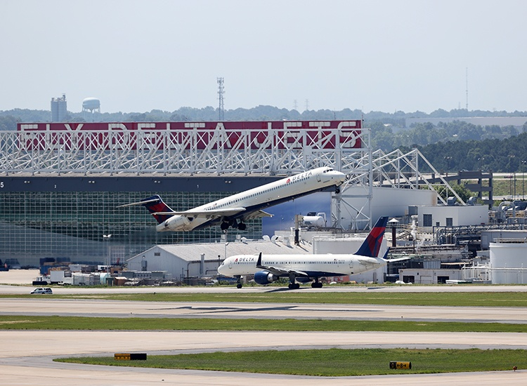 "Delta Says Farewell to the ""Mad Dogs"" Final 2 Planes End Long Career Cut Short By COVID-19"